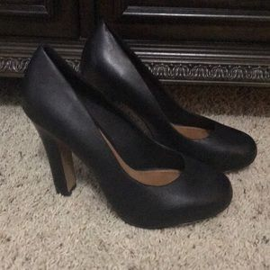 Aldo black leather high heels in great condition.